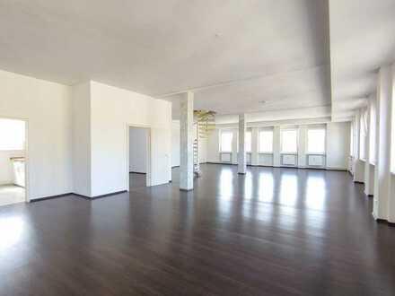 Langen: Großzügiges, helles Loft mit 5 Zimmern Nähe Lutherplatz; Balkon, Einbauküche, Stellplatz
