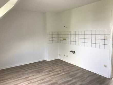 Düsseldorf-Heerdt, helle, renovierte 2 Zi., Dachgeschoßwohnung