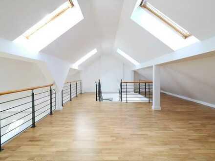 Traumhafte Penthouse Wohnung!! Viel Platz zum Wohnen // 3- Zimmer // Einbauküche // Balkon