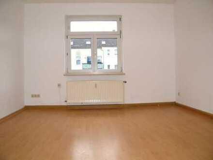 Tolle Singlewohnung mit 2 Räumen, großzügige Küche, Bad mit Fenster!!!