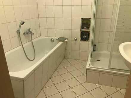 Crimmitschau, 2-Zi.-Whg. mit Wanne UND Dusche, sep. Toilette