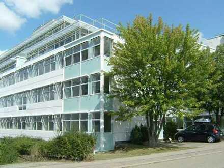 580 m² Mietfläche mit Dachterrasse, auf Wunsch weitere Showroom-/Schulungsflächen