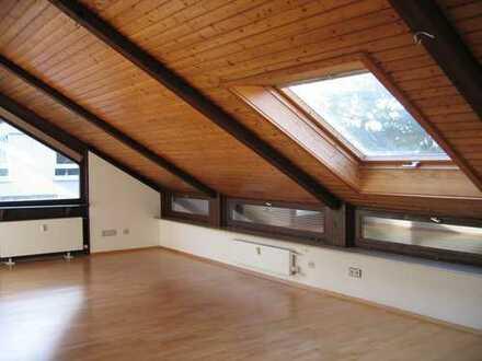 Sehr schöne und helle 3-Zimmer-Dachgeschoßwohnung in Darmstadt-Eberstadt