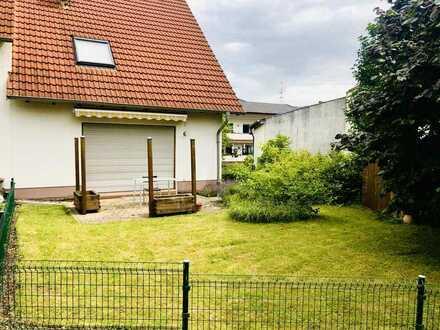 Modernisierte Doppelhaushälfte mit EBK in Hackenheim