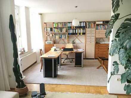 Ruhige, helle, geräumige vier Zimmer Altbau-Wohnung mit Parkett und Balkon in Dortmund, Lindenhorst