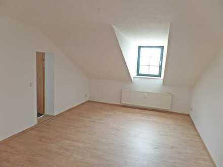 Große 4-oder-5-RW im Dachgeschoss, zwei Bäder, Wanne & Dusche, Familien-geeignet