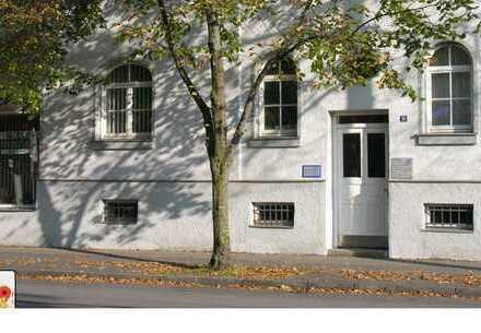 Sanierte, Pendler geeignete 5-Zimmer-Wohnung mit Balkon und neuw. Einbauküche in Augsburg/Innenstadt