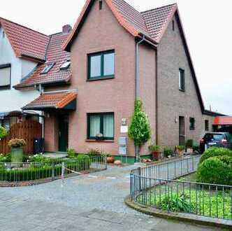 Ansprechende 2-Zimmer-Maisonette-Wohnung mit Balkon und EBK in Bremen