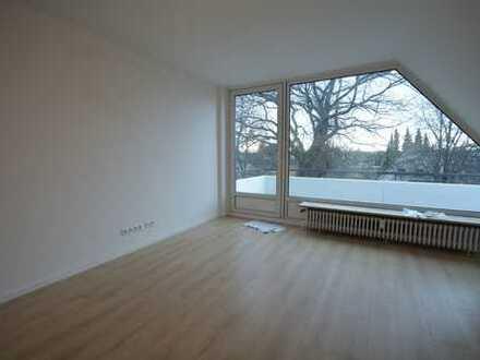 Erstbezug nach Modernisierung! 2-Zimmer-Dachgeschosswohnung mit Balkon in Jenfeld