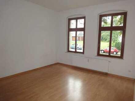TOP 3-Zi.-Whg. mit Balkon + Bad mit Fenster + Laminat