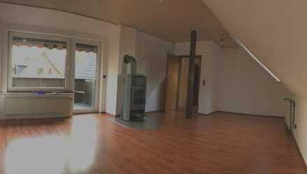 3,5 Zimmer Wohnung 1. OG mit Balkon nahe Cura Zentrum Uchte renoviert