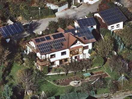 Modernisierte 2-Zimmer-Dachgeschosswohnung mit Balkon, Einbauküche und herrlicher Bergsic in Achberg