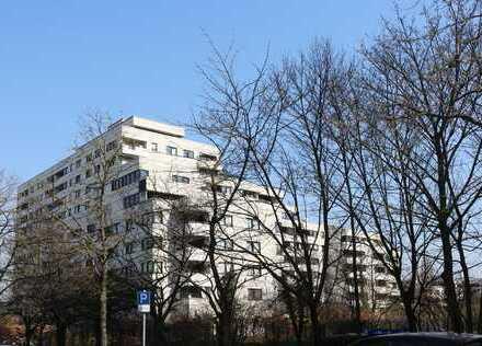 Modernisierte, sonnige Familienwohnung mit Balkon und Aufzug im grünen Lichtenrade!