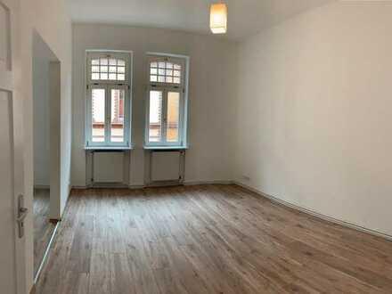 Helle geräumige 4 Zimmer Wohnung in zentraler Lage