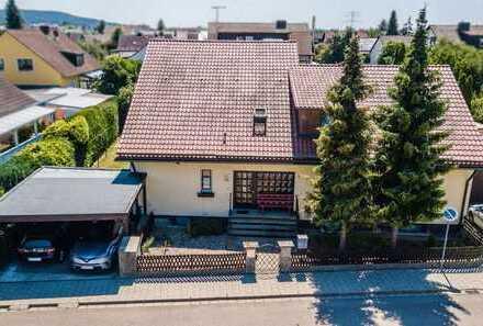 Zweifamilienhaus mit ca. 250 m² Wohnfläche und ca. 726 m² Grund zentral gelegen in Postbauer-Heng