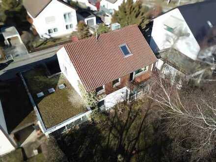 NEUHAUSEN: Einfamilienwohnhaus mit großem Garten in ruhiger Wohnlage