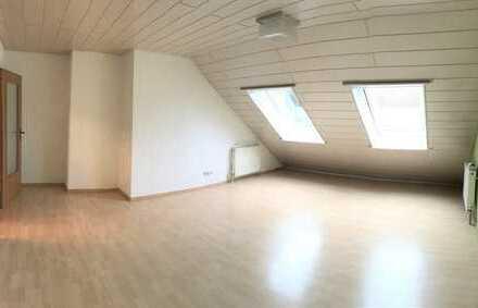 Großzügige 4-Zimmerwohnung mit Einbauküche und Tiefgaragenstellplatz