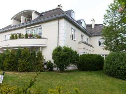 Großzügige 4-Zimmer Maisonette-Wohnung in eleganter Stadtvilla am Golfplatz