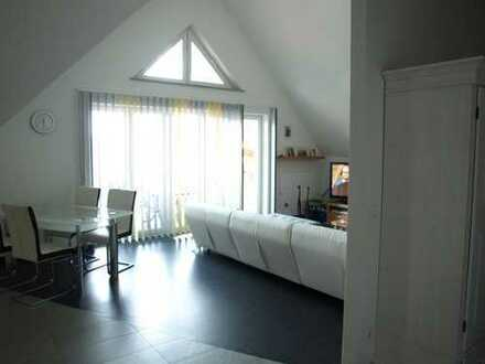 Komfortables Penthouse: 4 Zimmer, 2 Bäder, Einbauküche /Dachterrasse /Carport