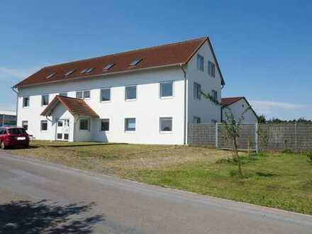 Bürogebäude + Einfamilienhaus + Warmlufthalle