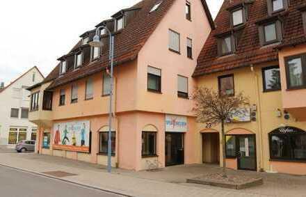 Kapitalanleger aufgepasst: 3 Zimmer Wohnung mit EBK, Balkon sowie TG-Platz in 71139 Ehningen