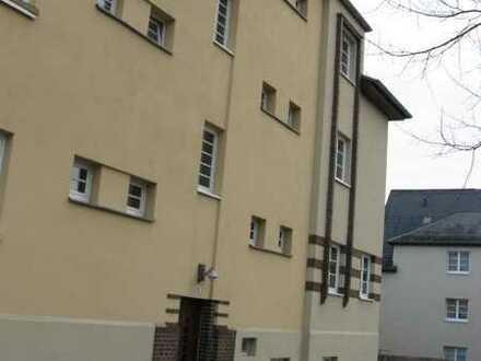 Helle Dreiraumwohnung, Bad mit Fenster