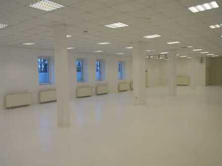 4-Gruppen KITA möglich / Hallen,Büro,Parkplatz-Umbau zur KITA