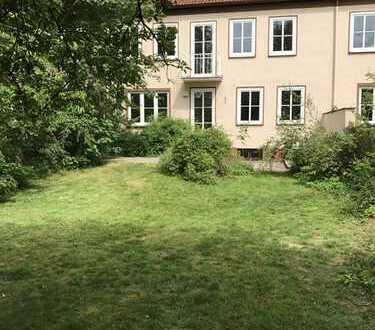 Schönes, helles Reihenmittelhaus, ruhige Lage mit Garten, 7 Zimmer