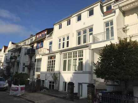 Schwachhausen Nähe Bürgerpark - hervorragende 5-Zimmer Wohnung mit Garten in Altbremer Haus