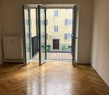 Sanierter heller Altbau mir 3 Balkonen/Lift/Küche/2Bäder/Keller/uvm.