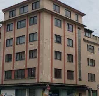 **Renovierte 4-Zimmerwohnung mit Balkon**