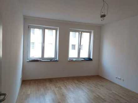 Nürnberg Sebald: frisch sanierte 3-Zimmerwohnung, Bad + Gäste-WC neu, Holzböden neu, Balkon