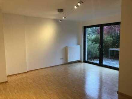 Neuwertige 1-Zimmer-Wohnung mit Balkon und EBK in Zell am Main