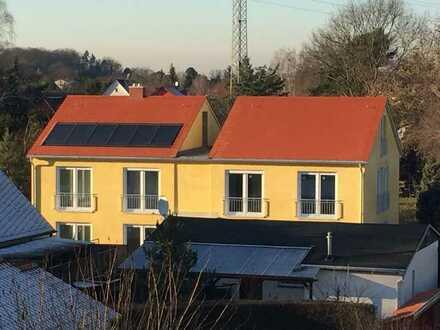 Neuwertige Maisonette-Wohnung mit drei Zimmern sowie Balkon und Einbauküche in Geltow