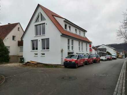Erstbezug mit Balkon: attraktive 3-Zimmer-Wohnung in Hessigheim