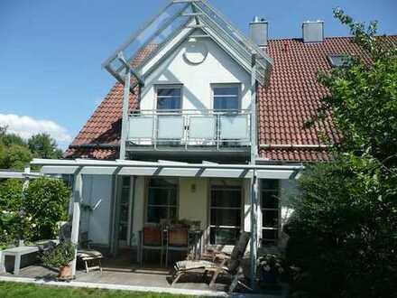 Großzügige, gepflegte Doppelhaushälfte in hochwertiger Ausstattung mit Carport in Augsburg