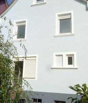 Schönes, geräumiges Haus mit vier Zimmern in Offenbach (Kreis), Dreieich