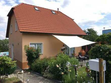 Gepflegtes EFH mit Grundstück und Carport - möbliert zu verkaufen