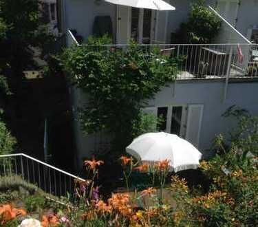 Individuelle, sehr ruhig gelegene DHH mit 3 Schlafräumen u. großzügigem Wohn-Essbereich