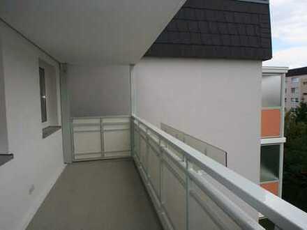 Sonnige Wohnung mit riesigem Balkon!!