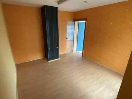3-Zimmerwohnung mit Dachterrasse in Zweifamilienhaus für Single oder Paar