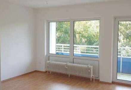 Famielientaugliche 4-Zimmerwohnung, großzügig geschnitten, mit Balkon