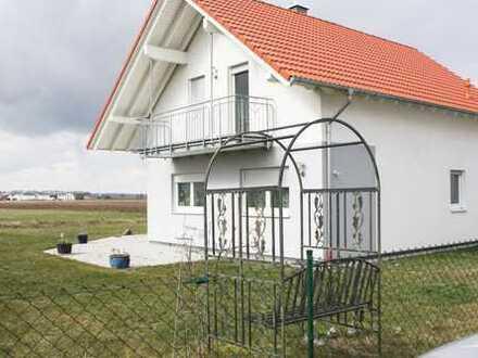 Neuwertiges EFH und Massive Halle mit 3 Garagen und Stellplätze in Graben n. Untermeitingen