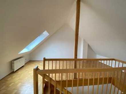 Gepflegte 3,5-Zimmer-Maisonette-Dachgeschosswohnung mit Balkon und EBK in Tübingen-Lustnau