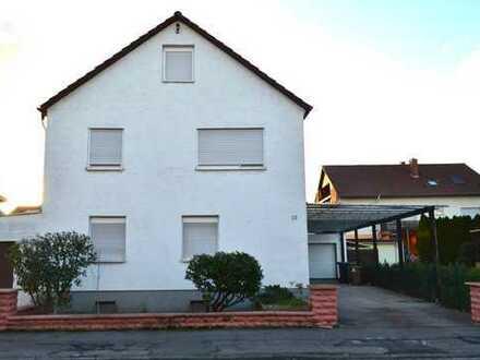 * * * Zweifamilienhaus mit 4 Garagen, Terrasse und Garten * * *