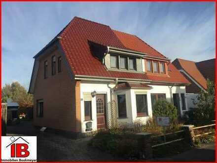 Doppelhaushälfte mit neuem Dach und schönem Grundstück