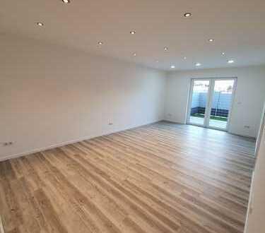 Erstbezug: 2-Zimmer-EG-Wohnung mit 2 Balkonen und kleinem Gartenstück in Osthofen