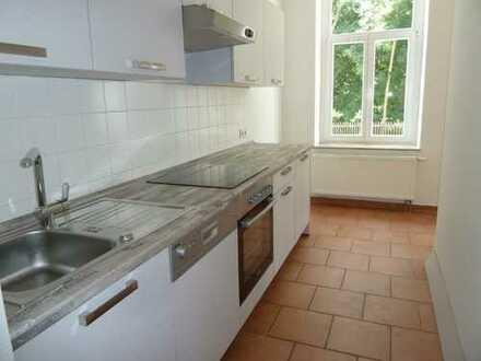 2-Zi-Wohnung in Muldennähe mit Balkon und Einbauküche! Stellplatz möglich!