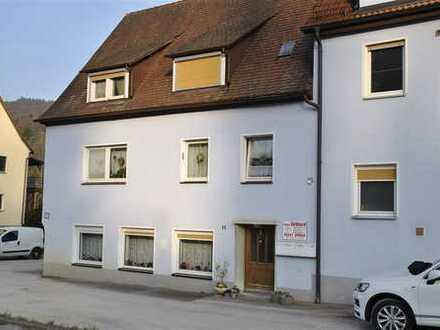 Behagliche 3 Zimmer Dachgeschosswohnung , mit zusätzlichen Dachboden