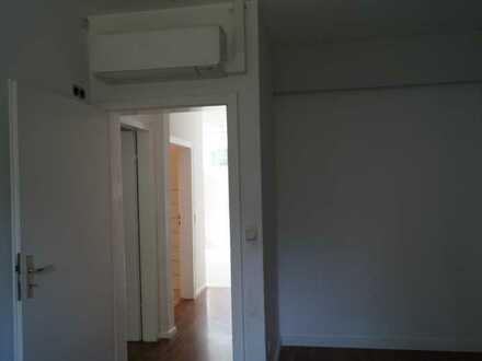 Freundliche, modernisierte 2,5-Zimmer-Wohnung mit gehobener Innenausstattung zur Miete in Krefeld